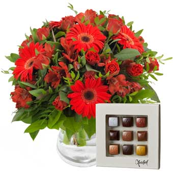Christmas bouquet and chocolate - Florist's Design
